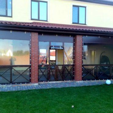 Входная дверь посередине секции - Мягкие окна Винница